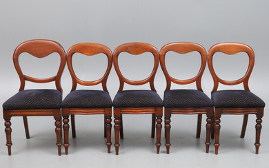A SET OF FOUR VICTORIAN MAHOGANY BALLOON BACK DINING CHAIRS.