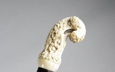 ? AN INDIAN IVORY KRIS HANDLE WALKING CANE MID-19TH CENTURY...