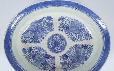 LARGE 18TH/19TH-CENTURY BLUE AND WHITE PLATE
