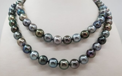 Tahitian pearls necklace in 14kt white gold