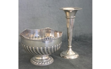 An Edwardian silver rose bowl, with scrolled and gadrooned d...