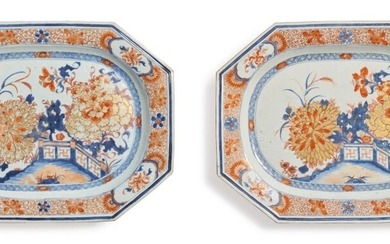A Pair of Large Chinese Export Imari Chamfered Rectangular Platters, Qing Dynasty, Early 18th Century | 清十八世紀初 青花礬紅彩描金庭院花卉圖八方大盤一對