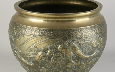 Japanese flower pot with dragon and tiger