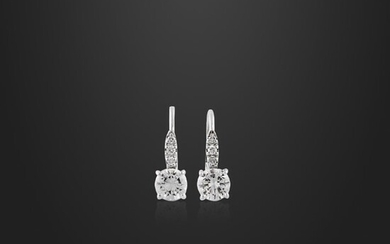 *PAIR OF DIAMOND AND GOLD EARRINGS