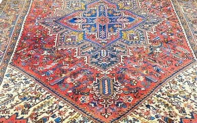 PERSIAN HERIZ CARPET, 293cm x 200cm.