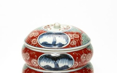 A FINELY PAINTED IMARI THREE-CASE BOX WITH COVER