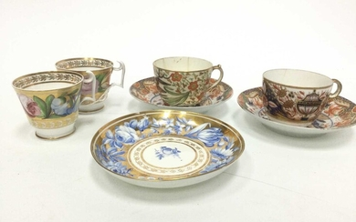 A PAIR OF EARLY 19TH CENTURY ENGLISH PORCELAIN TEACUPS, ALONG WITH THREE SAUCERS AND TWO TEACUPS