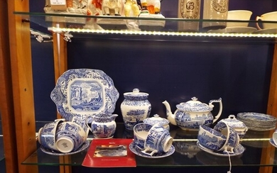 A Spode 'Blue Room' collection tea set to include cups, sauc...
