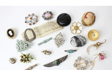A selection of antique and vintage brooches to include a Vic...