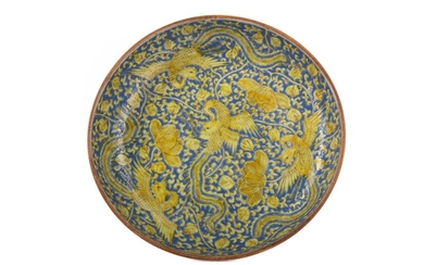 AN EARLY 20TH CENTURY CHINESE CIRCULAR BOWL