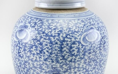 CHINESE BLUE AND WHITE PORCELAIN COVERED GINGER JAR