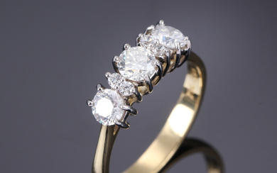 Diamond ring in 18K white gold adorned with...