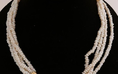 Pearl necklace with gold element with amethyst