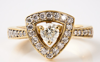 RING, 18 k gold, brilliant cut diamond, approx. 0. 44 ct, quality TCa (L) / VS, bordered by and ring rail with brilliant cut diamonds, a total of 0. 50 ct.