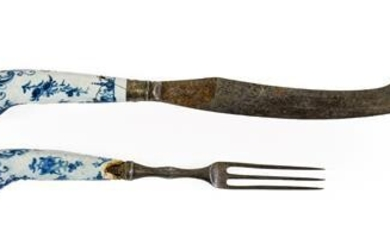 A Pair of Worcester Porcelain Cutlery Handles, circa 1765, painted...