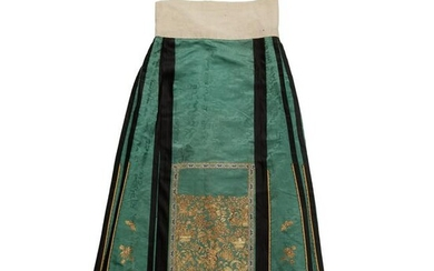 HAN CHINESE WOMAN'S EMBROIDERED GREEN SILK PLEATED
