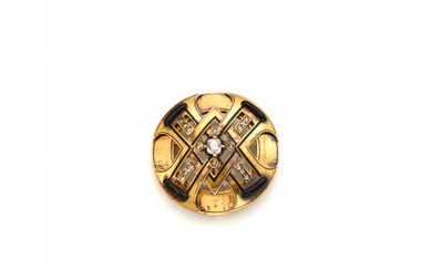 Yellow 9K gold brooch/pendant with old mine and rose cut diamonds, onyx and black enamel, g 13.20 circa, diam. cm…Read more