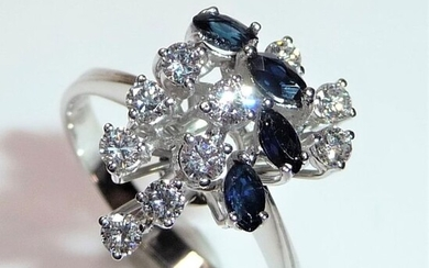 18 kt. White gold - Ring - 0.50 ct Diamonds - 0.60 ct. Marquise-cut sapphires