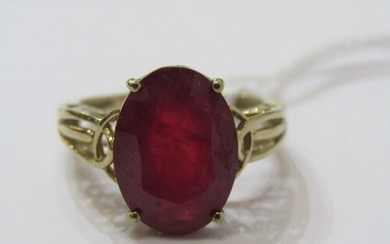 9ct YELLOW GOLD RUBY SOLITAIRE RING, impressive large oval c...