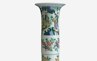 A Chinese wucai-decorated porcelain beaker vase
