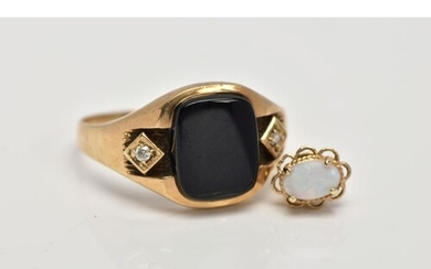 A GENTS 9CT GOLD SIGNET RING, centring on a curved rectangul...
