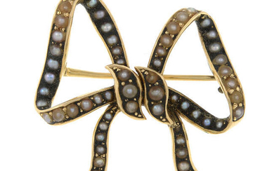 An early 20th century 14ct gold split pearl bow brooch.
