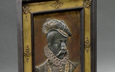 PLAQUE in patinated and gilded bronze: portrait in bust, in...