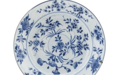 A CHINESE WHITE AND BLUE PORCELAIN DISH EARLY 20TH CENTURY. RESTORATION.