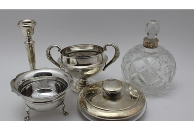 A COLLECTION OF SILVER & SILVER MOUNTED ITEMS to include; a ...