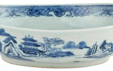 A Chinese Blue and White Porcelain Serving Dish Circa