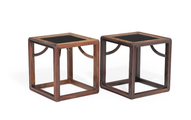 A pair of 20th century Chinese rosewood side tables, top of black formica. H. 42. W. 40. D. 40 cm. (2) – Bruun Rasmussen Auctioneers of Fine Art