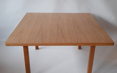 NOT SOLD. Hans J. Wegner, attributed: An oak coffee table. Presumably manufactured by Getama. –...