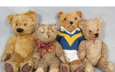 4 small Teddy bears, all with jointed body, stitched nose an...