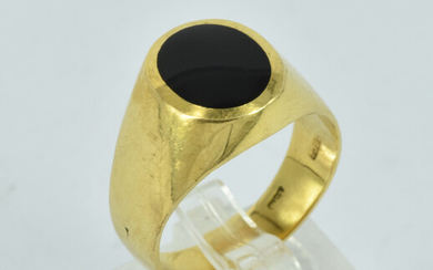AN 18CT GOLD GENTS RING