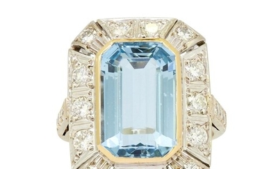 AQUAMARINE AND DIAMOND CLUSTER RING, set with a central aqua...