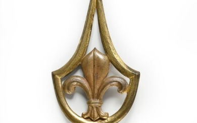 FLAGPOLE. In gilt bronze, with a central openwork decoration of a fleur-de-lis, ending with a point. Wear and tear.French work - Period : Restoration.H. : 24 cm - L. : 9 cm.