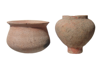 A pair of Ban Chiang corded ware vessels