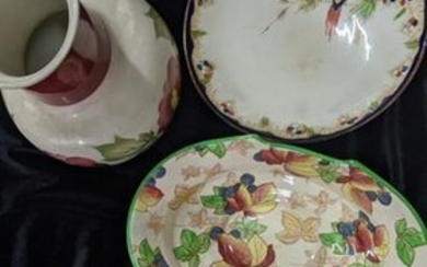 An assortment of five pottery pieces by Mason's