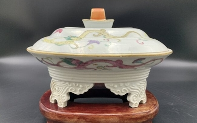 Chinese Export Hand Painted Porcelain Tureen & Cover