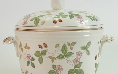 Wedgwood Wild Strawberry large tureen and cover: Height 23cm...