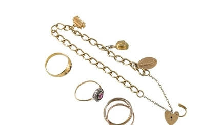 A COLLECTION OF 9CT YELLOW GOLD JEWELLERY, including rings a...