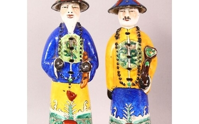 A PAIR OF 20TH CENTURY CHINESE FAMILLE ROSE PORCELAIN OFFICI...