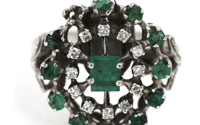 An emerald and diamond ring set with numerous emeralds and diamonds, mounted in 14k white gold. Size app. 56. – Bruun Rasmussen Auctioneers of Fine Art