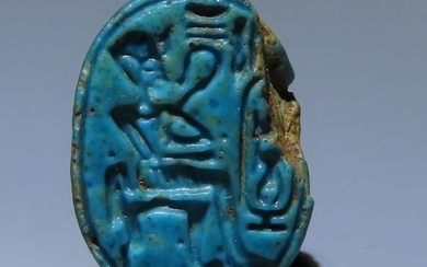 Ancient Egyptian Steatite Glazed scarab with the figure and name of pharaoh Thutmose III. 14 mm L. Very nice!