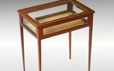 BANDED TABLE VITRINE