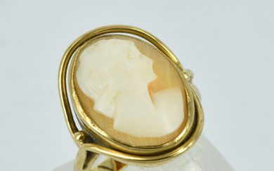 A 9CT GOLD CAMEO RING