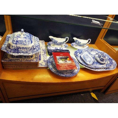 A selection of Spode 'Blue Room' collection dinner ware to i...