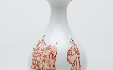 Chinese vase of the Republic in porcelain, early decades of the 20th Century.