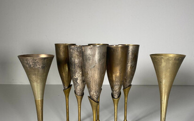Mixed lot of champagne flutes.