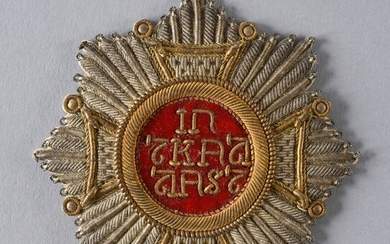 ORDER OF SAINT-HUBERT (Bavaria). Embroidered dress plate, in silver thread and cannetille, enhanced with gold thread, the central part is decorated with the motto of the order embroidered in gold thread on a red felt background, pasted on the back...